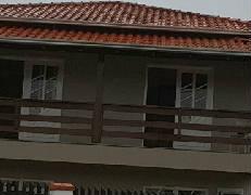 Aluga-se casa piso superior. Valor R$1.600,00.